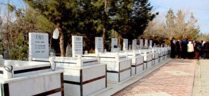 Asri Mezarlık'ta Babasının mezar taşı çalınan kadın şikayetçi oldu
