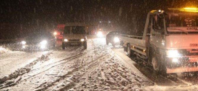 Kayseri'de 17 mahalle yolu ulaşıma kapandı