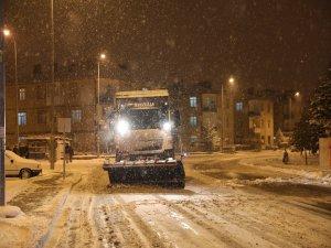 Kocasinan'da kar temizleme çalışmaları aralıksız sürüyor