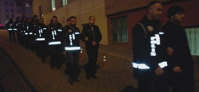 Kayseri'de kaçak cep telefonu satan 11 kişi yakalandı