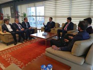 """ÖZVARİNLİ: """"KOCASİNAN'I AYAĞA KALDIRACAK PROJELERİMİZ HAZIR"""""""