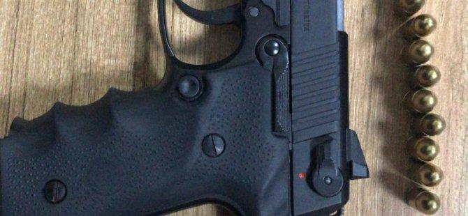 Keykubat Pazar Yeri'nde Polis ekiplerinin arama yaptığı araçtan tabanca ele geçirildi