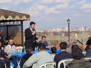 Özçelik'e Yenidoğan Mahalle sakinlerinden mini mitingle destek