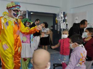 Erciyes Onkoloji servisinde tedavi gören çocuklara yardım