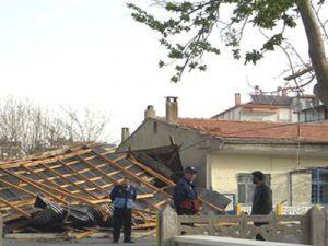 Develi'de Kırlangıç Fırtınası 30 Evin Çatısını Uçurdu