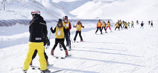 Erciyes'te 2 bin kişi kayak öğrendi