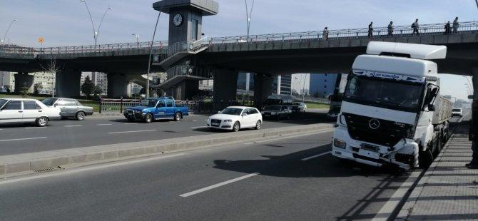 Kocasinan KAYSO Kavşağı'nda kalp krizi geçiren sürücü,köprü ayağına çarptı