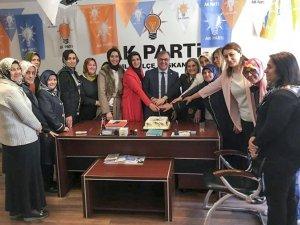 AK Parti Hacılar Kadın Kollarından Pastalı Kutlama