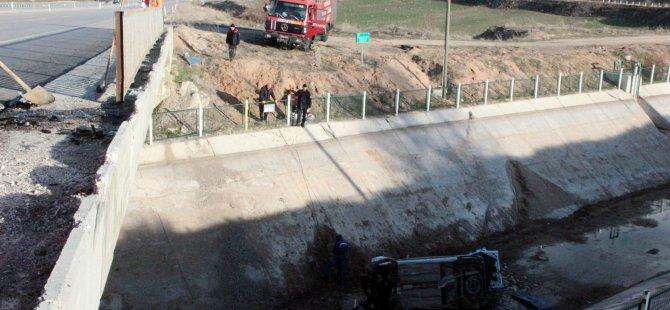 Kayseri'de bir otomobil köprüden aşağı düştü 2 yaralı