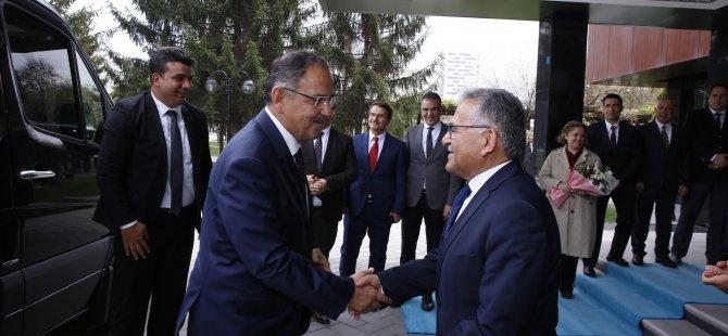 Özhaseki, Başkan Büyükkılıç'ı ziyaret etti