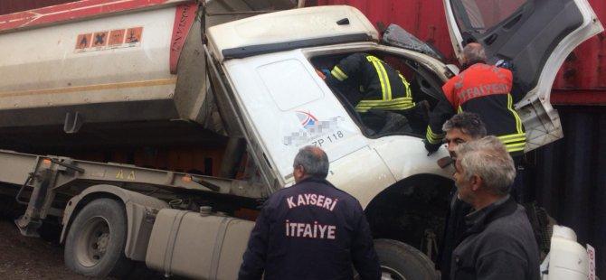 Boğazköprü'de Konteynere çarpan sürücü yaralandı