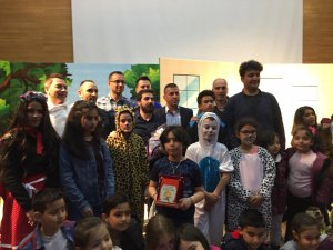 """Palancıoğlu, """"Önce tiyatro eğitiminin dersini aldılar, sonra oyuncu olarak sahnelediler"""""""