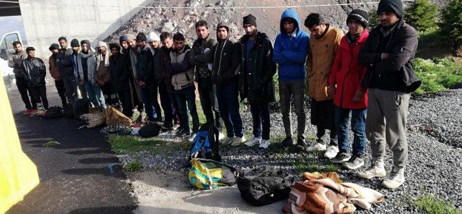 21 Pakistan uyruklu toplam 33 kaçak göçmen yakalandı