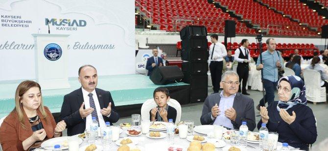 """Büyükkılıç: """"Türk Milleti Yetimin Elini Bırakmaz"""""""