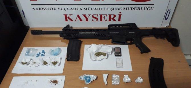 Kayseri'de 2 farklı yere uyuşturucu operasyonu düzenlendi: 20 gözaltı