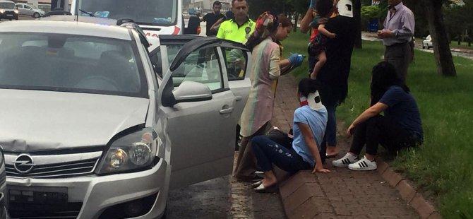 Kocasinan Bulvarı Galericiler Sitesi önünde trafik kazası 5 kişi yaralandı