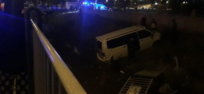 Yıldırım Beyazıt mahallesi'nde Minibüs kanala uçtu: 7 yaralı