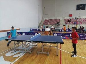 Kayseri'de her sene düzenlenen Okullu Tenisçiler Masa Tenisi Turnuvası bugün başladı