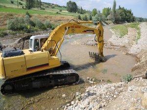 Develi'de Kırsal Mahallelerde Sulama Bendi Ve Yol Çalışması