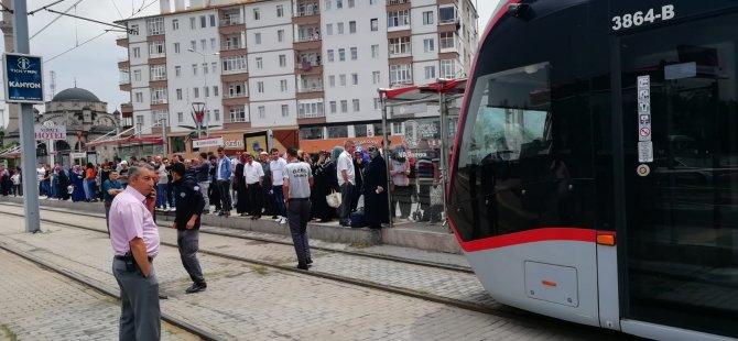 Anatamir'de tramvayın altında kalan bir kişi yaralandı
