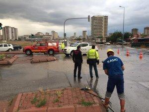 Kayseri Büyükşehir Belediyesi ekipleri teyakkuz halinde çalışmalarını sürdürüyor