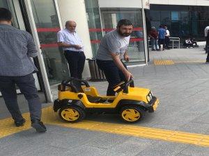 Kayseri Kayseri olalı böyle dava görmedi savunmasını akülü çocuk arabası ile yaptı