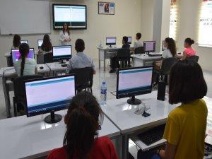 Kocasinan Akademi Geleceğin Teknoloji Yıldızlarını Yetiştiriyor