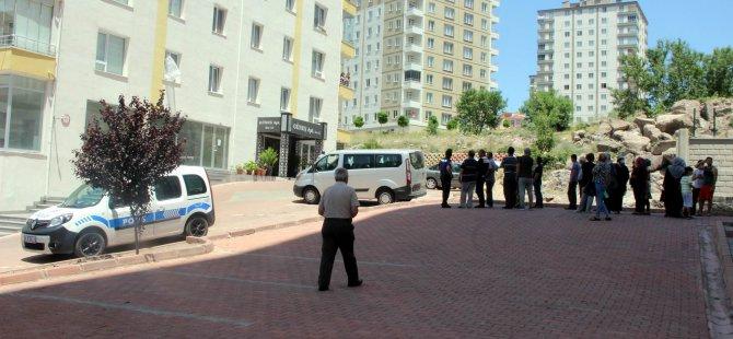 Talas'ta 13. kattan düşen genç kız hayatını kaybetti