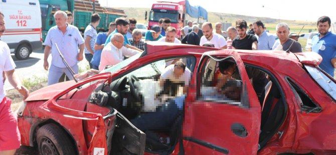 Tırın çarptığı otomobil takla attı: 2 ölü