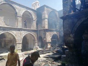 Tarihi Vezir Hanı'nda korkutan yangın