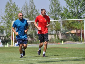 Golcü oyuncusu Artem Kravets bugün takıma katıldı