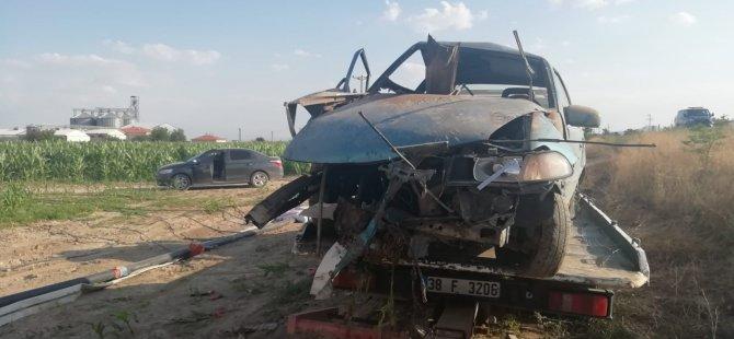 Yeşilhisar-Kayseri yolu otomobil tarlaya uçtu: 6 yaralı