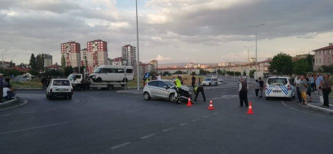 Şehit Taha Carım'da İşçi servisi kaza yaptı: 10 yaralı