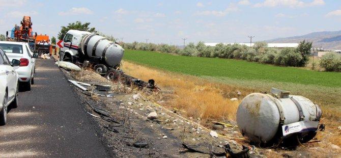 İncesu yolunda Asit yüklü tanker devrildi