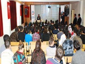 Başkan Memduh Büyükkılıç Fatih Karcı Lisesi'nde Öğrencilereİ Yerel Yönetmi Anlattı