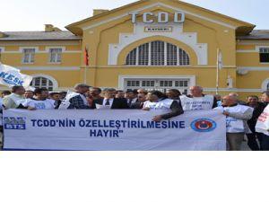 KAYSERİ'DE DEMİRYOLU ÇALIŞANLARINDAN ÖZELLEŞTİRME TEPKİSİ