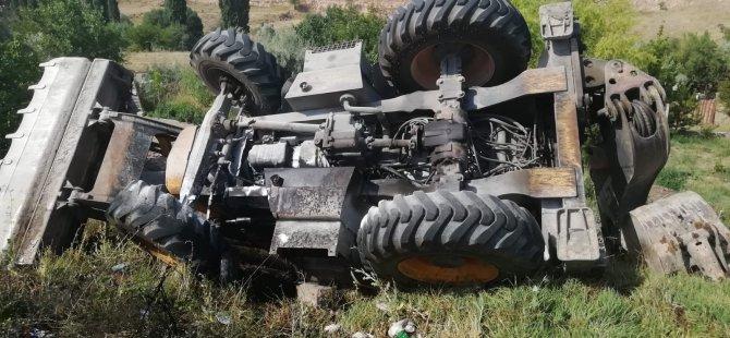 Şarampole devrilen iş makinesi alev aldı: 1 yaralı