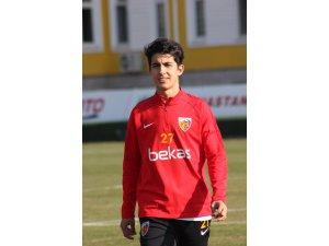 Kayserispor, Mehmet Eray Özbek'le profesyonel sözleşme imzaladı
