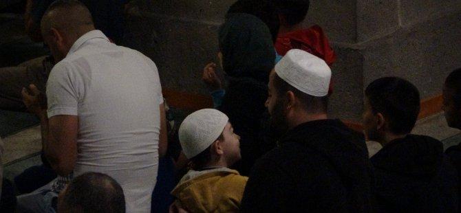 Hacı Kılıç Camiinde Babalar ve Çocuklar Sabah Namazında Buluştu