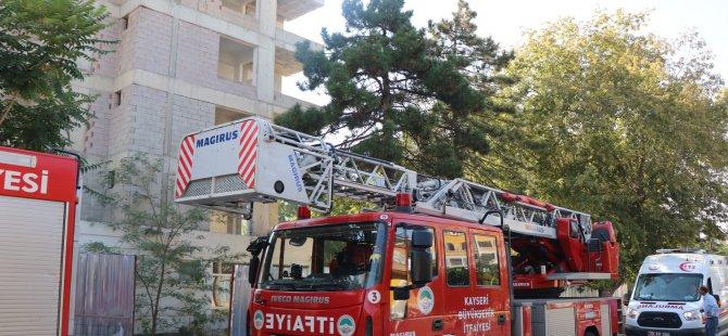 Kayseri'de Bunalıma giren şahıs 15. Katta intihar girişiminde bulundu