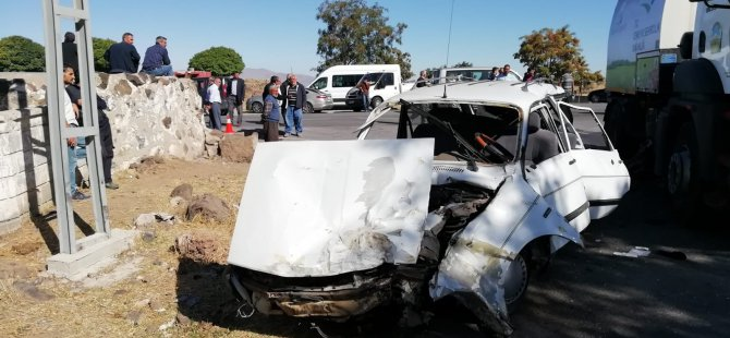 İncesu-Kızılören yol ayrımında minibüs ile otomobil çarpıştı: 5 yaralı