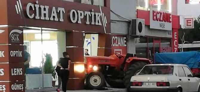 Tacettin veli'de traktörle gözlükçüye girdi
