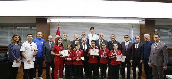 Şampiyon öğrenciler Kayseri Büyükşehir'de