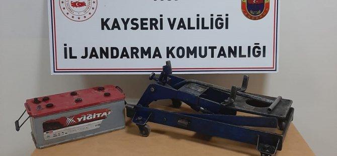 Kocasinan Boyacı'da Mazot ve motoru çalan hırsızlar tutuklandı