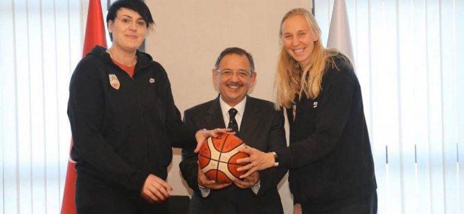 Özhasek'ye imzalı basket topu