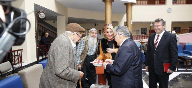 Yaşlı Amca'dan Büyükkılıç'a: ''Erdoğan'a selam söyleyin. Çünkü bize bakıyor''