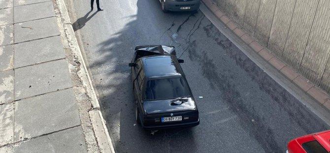 Gültepe Alt Geçidinde virajı alamayan otomobil, bariyerlere çarptı