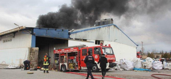 Akın plastik boru fabrikasında yangın
