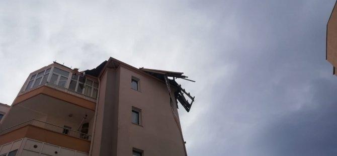 Kayseri'de 2 gündür etkisini gösteren rüzgar çatıları uçurdu