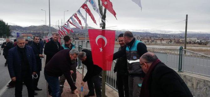 Gazetecilerin Melikgazi'de bir dikili ağacı oldu